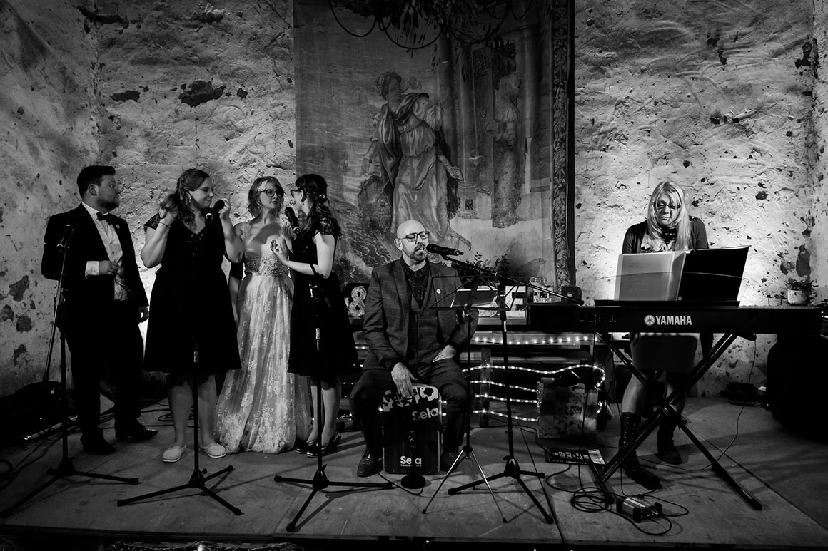 A band and backing singers entertain the guests